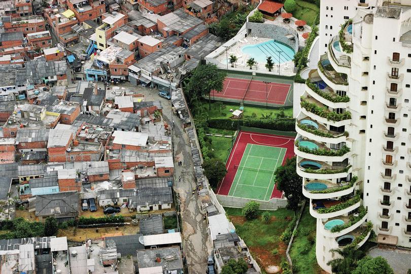 Brazilian favela: © Tuca Vieira
